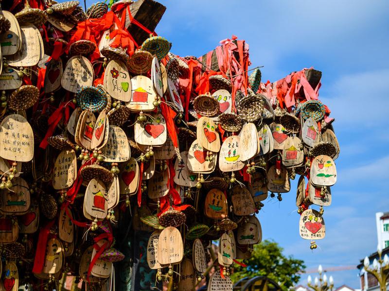 去麗江旅游要注意的風俗和忌諱是什么?這里都有什么傳統節日?