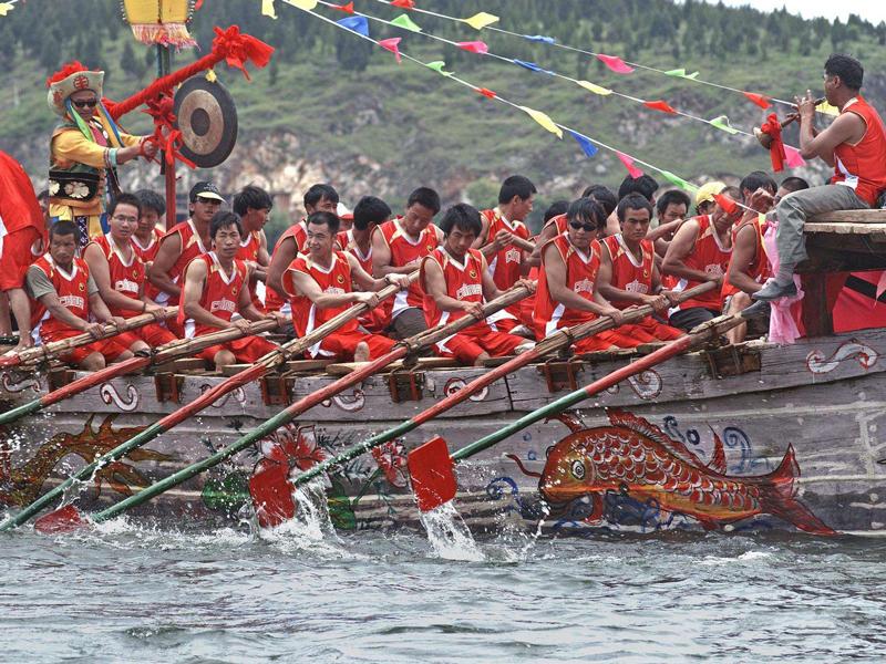 云南大理:除了西双版纳傣族泼水节,大理的龙舟竞赛也极具特色