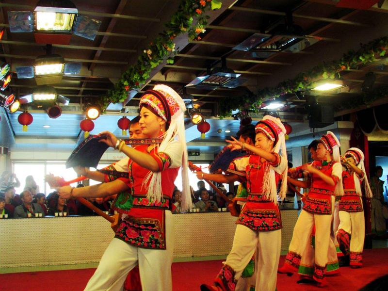 大理聚集了中国80%的白族人,而白族三道茶更是走进白族的开始