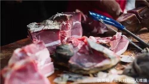 食材腌制方法的由来源于人类对食材的防腐处理,对肉类有干腌和湿腌两种方法,火腿的腌制属于干腌法。