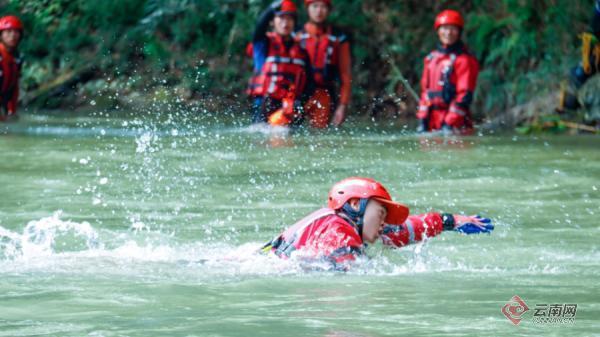 """红河消防救援支队全力铸造水域救援""""橙色力量"""""""