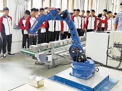 曲靖应用技术学校投资六百余万建智能制造实训基地