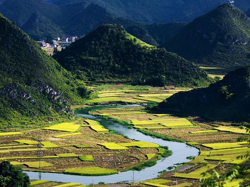 坝美村位于云南文山州广南县北部八达乡和阿科乡交界处
