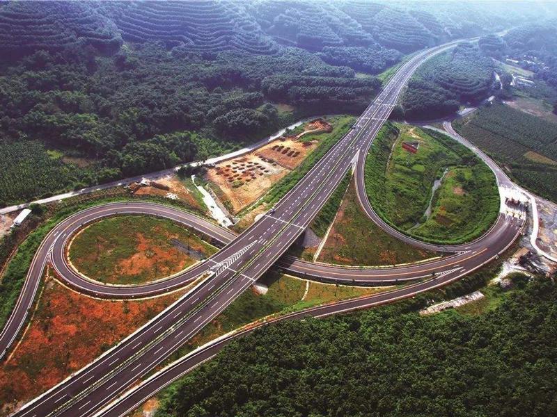 云南正在规划新高速,串联红河州、文山州,带动沿线旅游产业发展