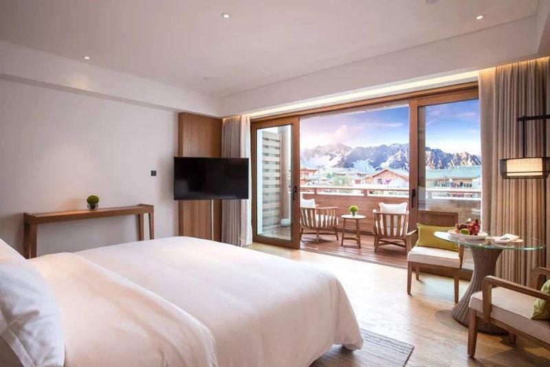 云南竟藏了家中国最美雪山酒店,180度面对雪山禅修、冥想、瑜伽