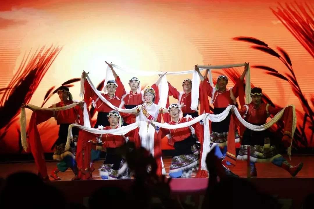 昭通市文化艺术剧院藏族歌手格桑发行单曲《寻梦大山包》